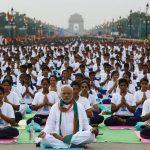 (FOTOS) 150.000 personas practicaron Yoga en la India celebrando el #DíaInternacionalDelYoga