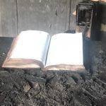 Milagro en una Iglesia: Biblia quedó intacta tras un voraz incendio